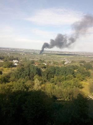 Над Чернівцями здійнялась густа димова завіса. Соцмережі пишуть про пожежу в Магалі – фото