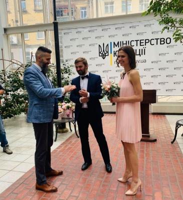 Керівник митниці протестував послугу експрес-шлюбу у Мін'юсті