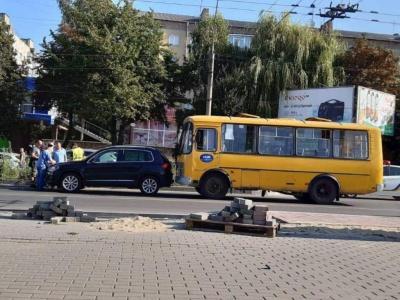 У Чернівцях пасажирка травмувалась у маршрутці під час різкого гальмування