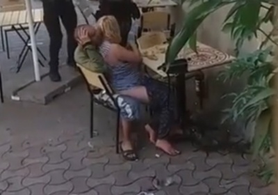 У Чернівцях затримали нетверезу пару, яка зайнялась коханням на очах у людей
