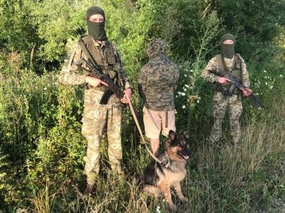 Стрілянина на кордоні: на Буковині затримали чоловіка і дві партії контрабандних сигарет