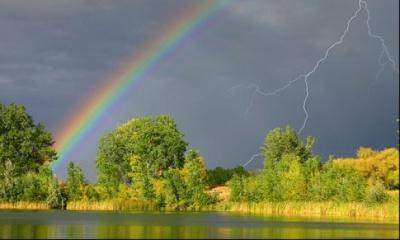 Спекотно, але з дощем, грозою і градом: синоптики попередили про різку зміну погоди на Буковині