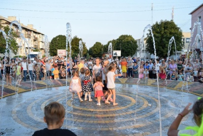 У райцентрі на Буковині відкрили фонтан