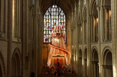 У Британії у вигадливий спосіб заманюють молодь до церкви
