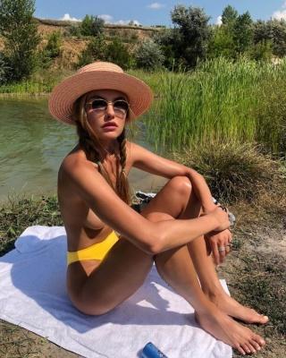 Знаменита модель з України Аліна Байкова побувала в рідному Кропивницькому: пікантне фото