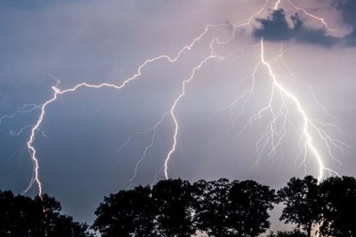 Штормове попередження: на Буковину суне гроза і сильний дощ