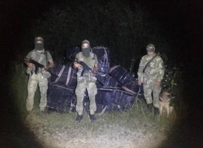 Вночі на Буковині затримали контрабандних сигарет на майже пів мільйона: контрабандисти втекли