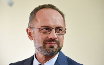 Президент звільнив Безсмертного з посади представника України на мінських переговорах