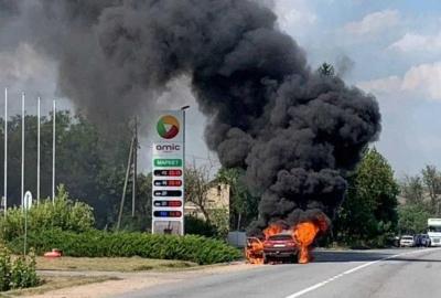 Спалахнуло авто, заправлене газом: деталі пожежі біля АЗС на Буковині