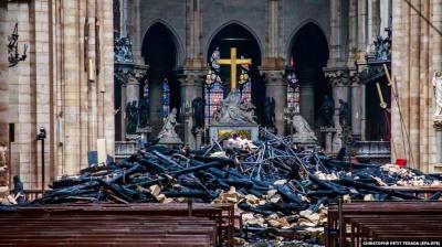 У Парижі почали очищати від свинцю згорілий Нотр-Дам та прилеглу територію