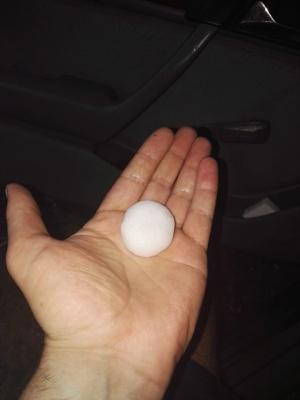 У Сторожинці сильна злива з градом наробили біди: розбиті автівки і світлофори – фото