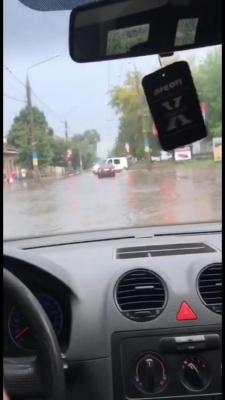 Негода в Чернівцях: сильна злива затопила район друкарні