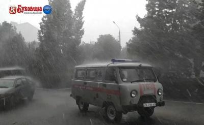 Негода наробила лиха і в Заставні: злива затопила вулиці міста – відео