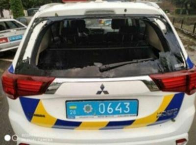 Град пошкодив весь автопарк поліції Сторожинця