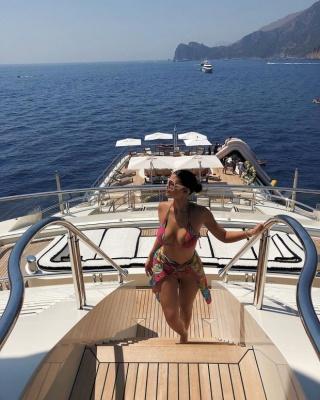 Це дуже гаряче: 22-річна мільярдерка Кайлі Дженнер похизувалася фігурою в купальнику