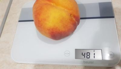 Фермер виростив півкілограмовий персик – фото
