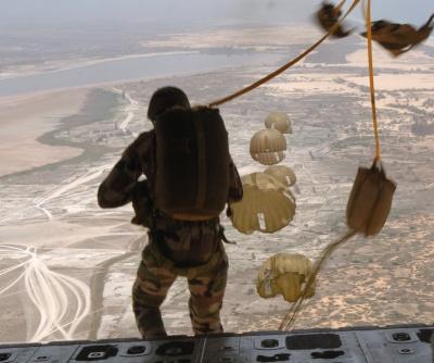 Десантники стрибатимуть з парашутом на аеродромі під Чернівцями