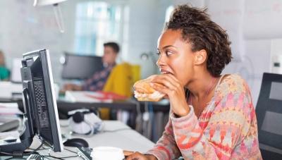 Фастфуд і кава: п'ять помилок у харчуванні офісних працівників