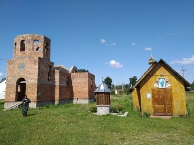 У селі на Буковині громада будує нову церкву: просять небайдужих допомогти