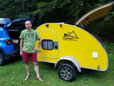 У кемпері – газ і гаряча вода: мандрівник з Буковини змайстрував міні-дім на колесах
