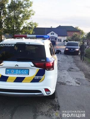 На Буковині водійка «Volkswagen» збила односельця, чоловік у лікарні - фото