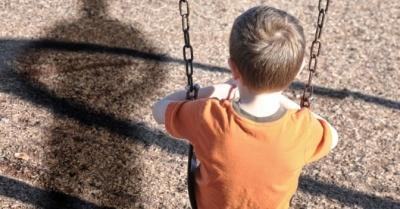 """Чоловік бив і розбещував сусідських хлопчиків через """"образу своєї дитини"""""""