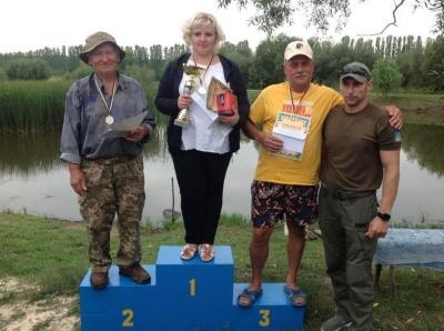 «Ловлю рибу з семи років»: найкращим спортивним рибалкою Буковини стала жінка