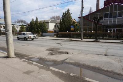 Три смуги руху та кнопкові світлофори: активісти обговорили капремонт вулиці Хотинської