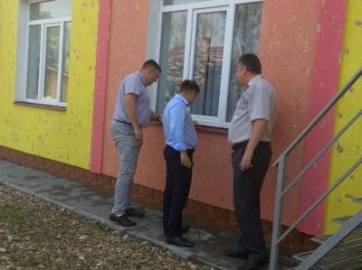 В ОДА виділили 2 мільйони на ремонт шкіл у Сторожинці, які пошкодило градом