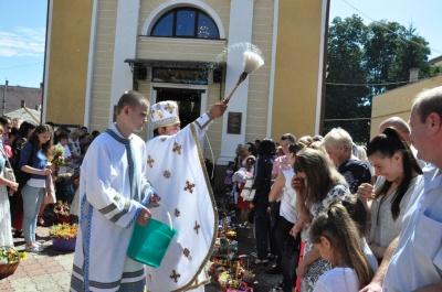 Як у Чернівцях святкували Яблучного Спаса - фото