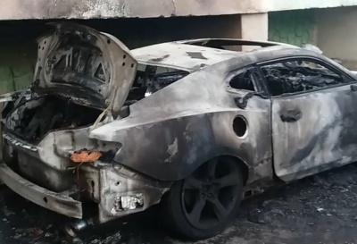У Чернівцях посеред ночі вщент згоріло авто Chevrolet Camaro