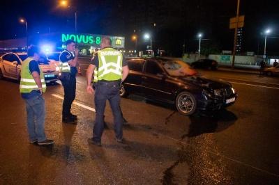 Відірвало ногу: водій Mercedes на смерть збив дівчину і втік