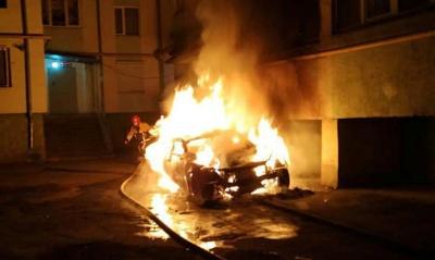 Пенсіонер отруївся чадним газом унаслідок пожежі у автівці на Кармелюка