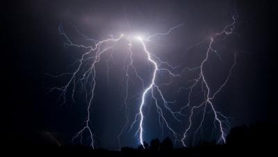 Штормове попередження: у найближчі дві години на Буковині очікується гроза
