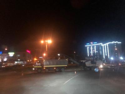 На Героїв Майдану утворились великі затори через ремонт асфальту біля «Туриста» – фото