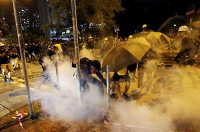 У Гонконгу поліція застосувала сльозогінний газ проти учасників акцій протесту