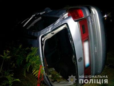 На Буковині перекинувся мінівен з п'яним водієм: двоє пасажирів травмовані
