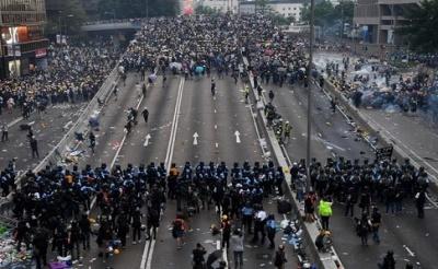 У Гонконгу під час розгону демонстрантів застосували вогнепальну зброю