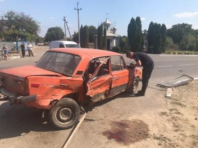 На Буковині зіткнулись BMW i ВАЗ: травмувались двоє пасажирів - фото