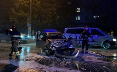 У Чернівцях посеред дороги загорівся легковик – відео