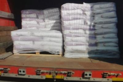 На Буковині водій вантажівки хотів незаконно перевезти через кордон 58 тонн будівельної суміші