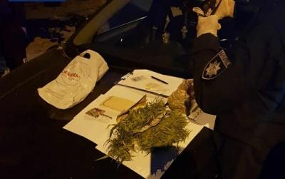 """Мав при собі наркотики: поліція затримала водія під """"кайфом"""" - відео"""