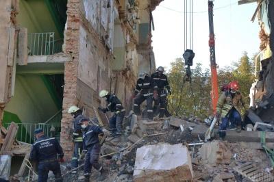 У Дрогобичі з-під уламків зруйнованого будинку подзвонила дитина