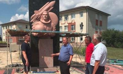 Кучма приїде на Буковину відкривати пам'ятник Леоніду Каденюку, – ЗМІ