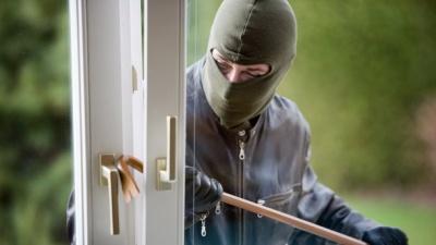 Двоє чоловіків пограбували квартири в Чернівцях та Рівному на 150 тисяч