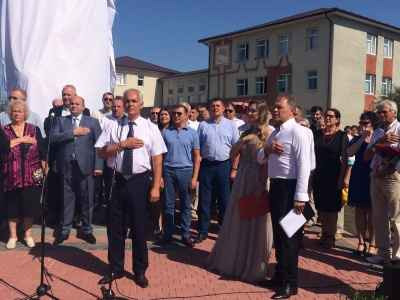 У рідному селі Каденюка на Буковині відкрили пам'ятник знаменитому космонавту – фото