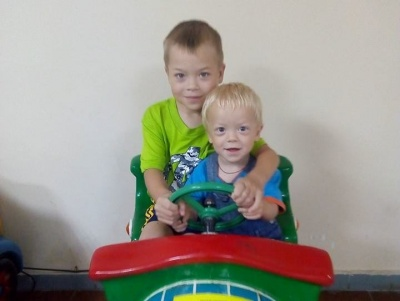 Допоможіть врятувати братиків з Буковини з рідкісною хворобою: в одного з хлопчиків відмовили нирки