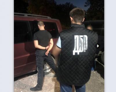 Патрульного Буковини затримали на збуті наркотиків: у поліції прокоментували інцидент