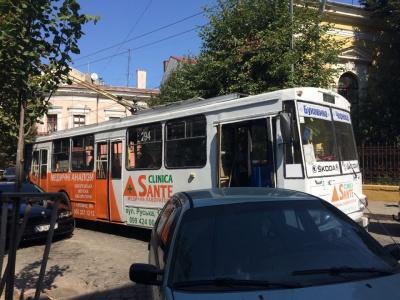 У Чернівцях «герой парковки» заблокував рух транспорту в центрі міста – фото