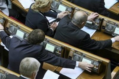 За кнопкодавство та прогули депутатів хочуть позбавляти мандата